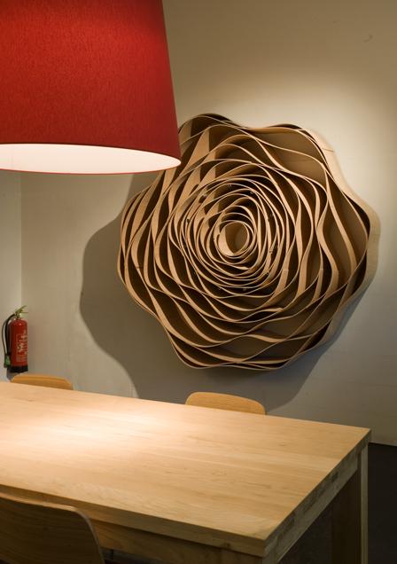 Kunst in opdracht, houten muurbloem