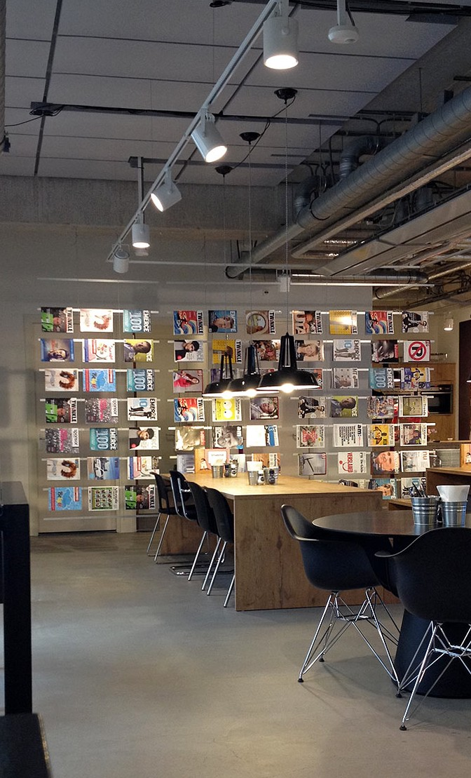 tijdschriftenscherm, leestafel, leesmuur, tijdschriftenrek