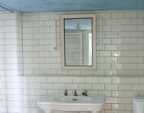 mirrored wall, tiled wall